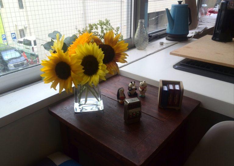 ものくろキャンプのオフィスであるKitchen Beeのひまわりのお花