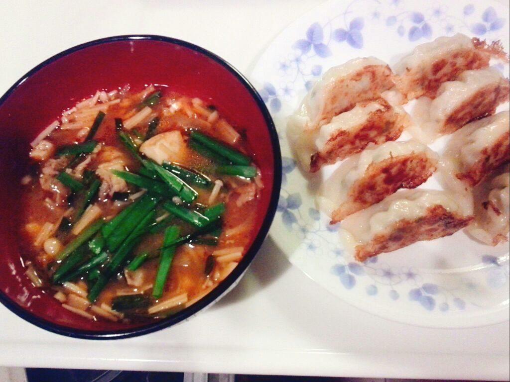 今宵のメニュー、チゲスープと餃子