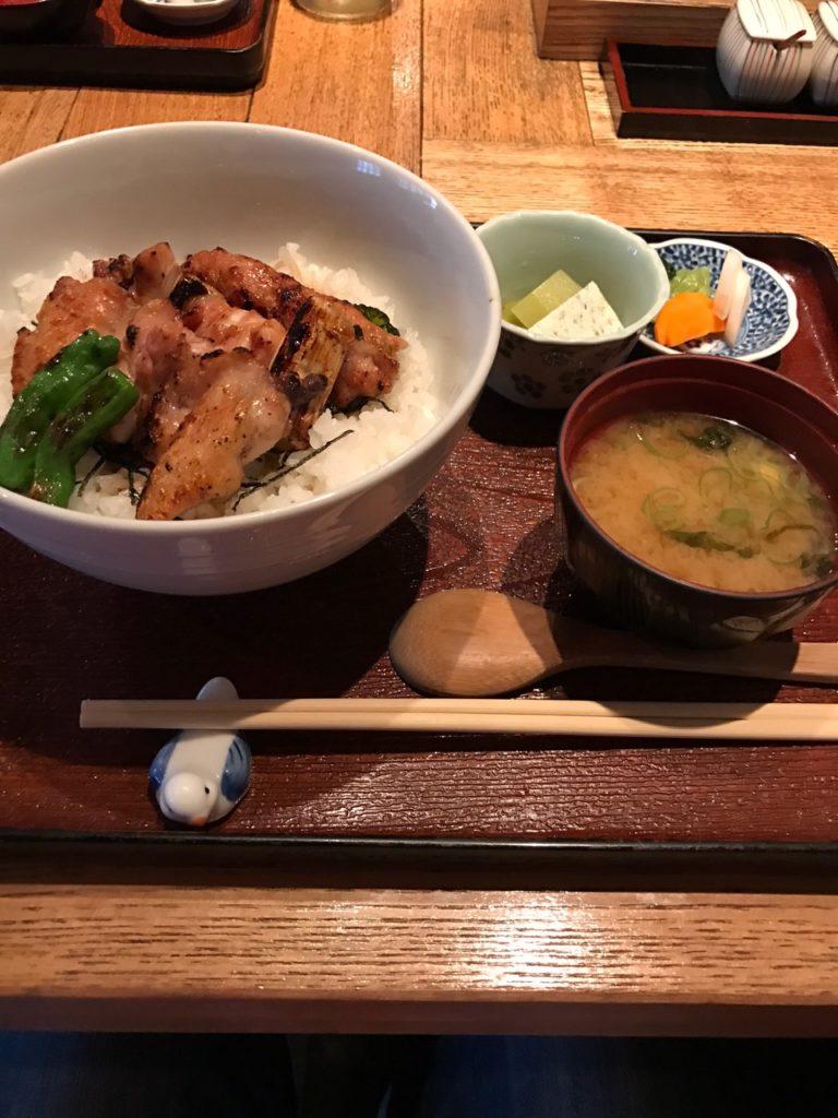 軽井沢「こみやま」の焼き鳥丼