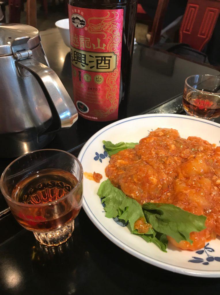 青葉川菜館_エビチリと紹興酒