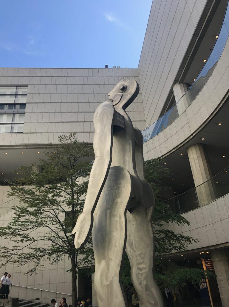 オペラシティのオブジェ、シンギングマン