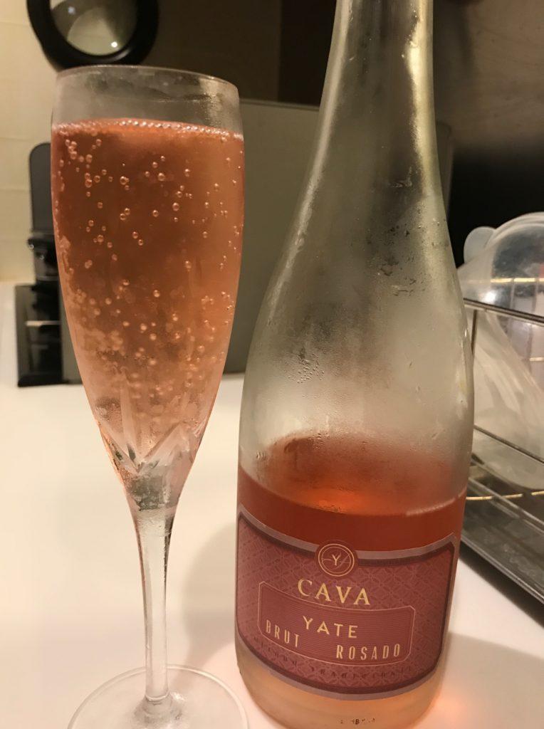 Cavaをグラスに注いだところ