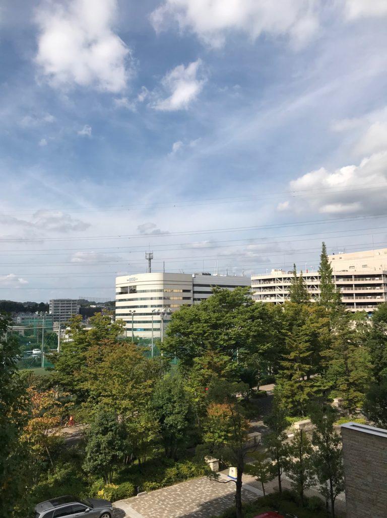 自宅から見た、10月の青空