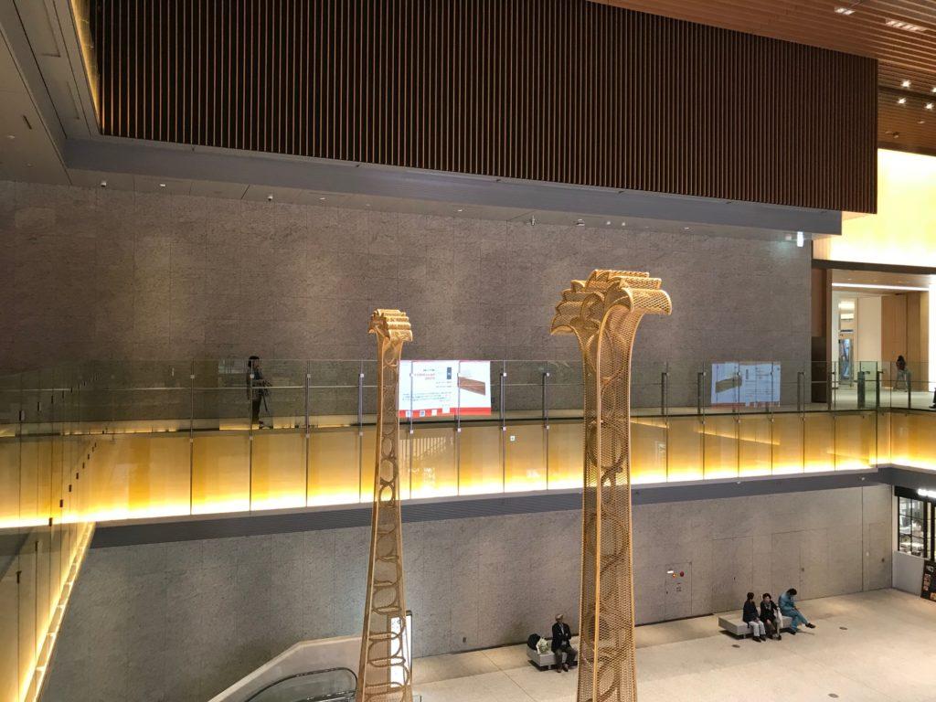 JPタワー名古屋にある、金の鯱イス