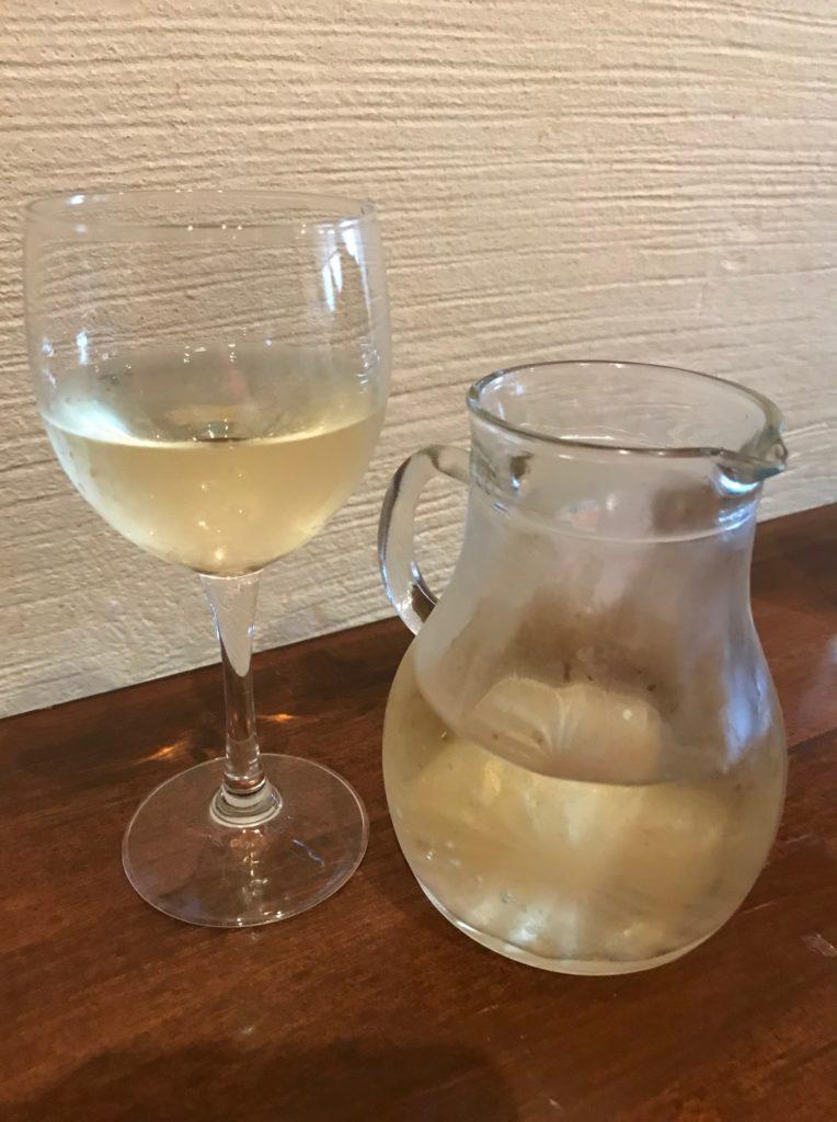 ビストロ・アンジュでいただいた白ワイン